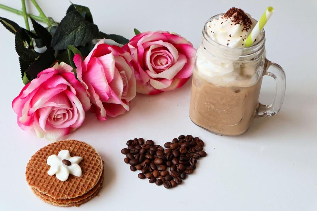 Ľadová káva a sladké potešenie - holandská karamelová wafla